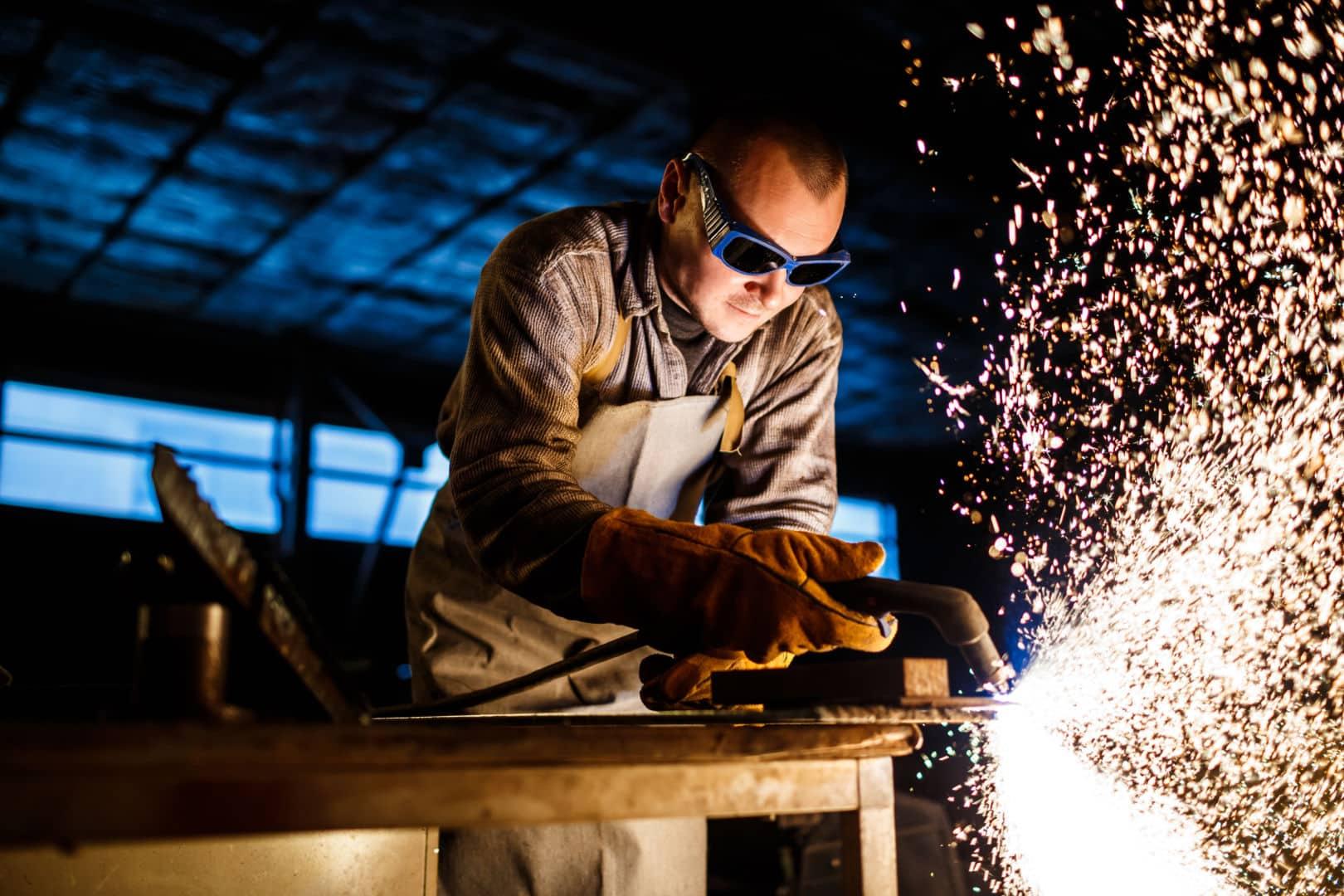 Cutting metal with plasma equipment